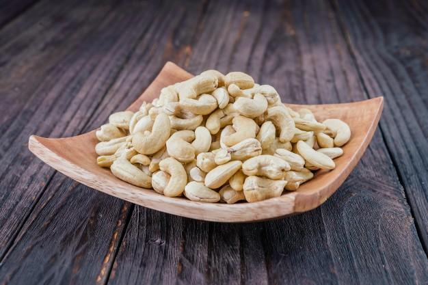 eating Cashews