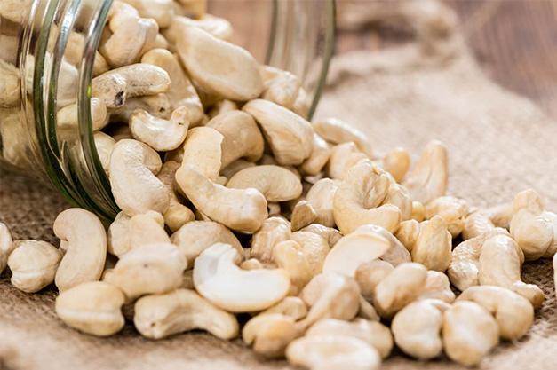 Cashews are high in selenium
